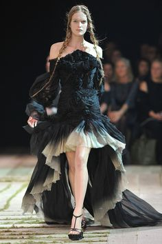 Alexander McQueen - Runway Paris Fashion Week Spring/Summer 2011