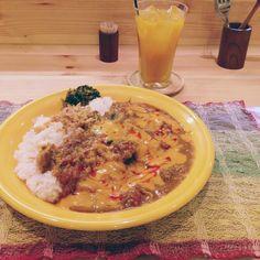每年的今天為咖哩日「カレーの日」,源自於昭和57年(1982年),日本全國學校營養士協議會決議,全中小學在1月22日這天一致提供咖哩作為餐點。本來自己是從小討厭咖哩長大的,但第一次去東京吃了這盤之後咖哩飯後,完全改觀。