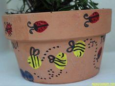 Thumbprint Flower Pot - Lovely gift for any green 'thumb' Kids Thumb Print Flower Pot! Flower Pot Art, Flower Pot Crafts, Bee On Flower, Thumb Painting, Painting For Kids, Art For Kids, Kids Fun, Stone Painting, Toddler Art