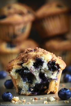 Healthy Blueberry Desserts, Easy Blueberry Muffins, Blue Berry Muffins, Blueberry Cookies, Blueberry Cupcake Recipes, Fluffy Muffins Recipe, Blueberry Muffin Cake, Blueberry Cream Cheese Muffins, Homemade Muffins