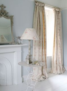 blue and white country shabby chic vintage decor. white wood floors, pink curtains and lamp shade Shabby Chic Furniture, White Bedroom Decor, Vintage Room, Bedroom Decor, Shabby Chic Bedrooms, Chic Home Decor, Shabby Chic Decor, Shabby Chic Homes, Home Decor