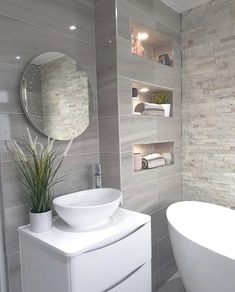 Bathroom Tub: The Complete Guide to Choosing Your Bathroom - Home Fashion Trend Bathroom Design Luxury, Bathroom Layout, Modern Bathroom Design, Small Bathroom, Modern Bathroom Accessories, Classic Bathroom, Home Room Design, Dream Bathrooms, Bathroom Inspiration