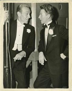 hollywood golden age Fred Astaire and Donald O'Connor sporting formal and semi formal tuxedos Old Hollywood Stars, Golden Age Of Hollywood, Vintage Hollywood, Classic Hollywood, Hollywood Style, Fred Astaire, Old Movie Stars, Classic Movie Stars, Classic Movies