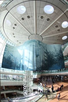 Tokyo Haneda International Airport was recognized as one the most punctual airport in the world. Airport Architecture, Amazing Architecture, Architecture Design, Lisbon Airport, Japanese Lifestyle, Airport Design, Air Travel, International Airport, Tokyo Japan