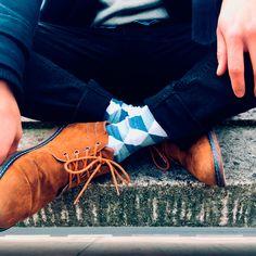 La chaussette LOSANGE est graphique et sobre à la fois avec ses tons clairs. Vous la porterez donc facilement avec un jean et des petites baskets. Baskets, Madewell, Tons Clairs, Tote Bag, Fashion, Bobby Socks, Classy Man, Diamond Pattern, Chart