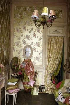 Golden flowers photo by James Merrell Romantic Shabby Chic, Romantic Homes, Elegant Homes, Gold Wallpaper, Fabric Wallpaper, Boudoir, Valley Of The Dolls, World Of Interiors, Bohemian Interior