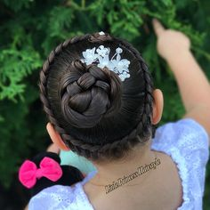 Crown braid with flower for #30daysnewbraids #30dnbday29 slide ➡️ for another view.  Have a great day . _______*****_______*****____*****_____  Corona con trenza y flor. Desliza para ver la otra vista del peinado ➡️➡️➡️ Espero les guste Les deseo un feliz día  _____________________________________________  #braid #braids #braidgoals #braidinspiration #braidedhair #braidsofinstagram #braidsforgirls #braidsforlittlegirls #hair #hairgoal #hairpost #hairstyle #hairstylist#hairinspirat...