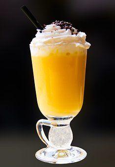 Eierpunsch or Eggnog Liquor Punsch Whisky, Eggnog With Rum, Ponche Navideno, German Christmas Markets, European Cuisine, Christmas Cocktails, Liqueur, Classic Cocktails, Christmas Traditions
