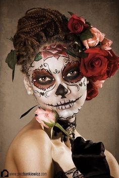 Halloween Day of the Dead Dia de los Muertos skull face painting makeup blue silver grey snowflakes Looks Halloween, Fall Halloween, Halloween Party, Halloween Costumes, Halloween Stuff, Vintage Halloween, Funny Costumes, Group Halloween, Halloween Night