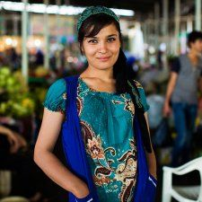 © Mihaela Noroc Photography - The Atlas of Beauty : A market seller in Dushanbe, Tajikistan. Jodhpur, Beautiful People, Beautiful Women, Photos Voyages, People In Need, Riga, Photos Of Women, Elegant Outfit, Madame
