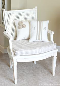 Holy Hannah, is this chair reno gorgeous or what?  Love this.  Need to do this for the Binghamton house.