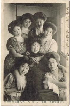 Japanese dancers beauties of the Island exploration島探検 at Tokyo Taisho Exposition 東京大正博覧会 - Postcard - Japan - 1914Source Twitter @ oldpicture1900