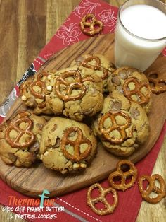 If you are looking for an amazing peanut butter cookie with crunchy pretzels, then this thermomix choc chip peanut butter & pretzel cookie is a MUST! Peanut Butter Pretzel, Peanut Butter Cookies, Pretzel Cookies, Pretzels, Bellini Recipe, Vegan Junk Food, Vegan Smoothies, Vegan Kitchen, Vegan Sweets