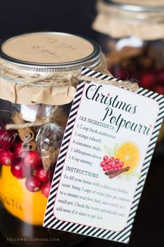 DIY Christmas Gift for Friends Christmas Potpourri in a Jar with Free Printable Gift Tag Looking for unique and beautiful DIY Christmas gifts? Make DIY Christmas Potpourri Jars and grab the free printable gift tag for friends and neighbors! Diy Christmas Gifts For Friends, Diy Christmas Presents, Diy Holiday Gifts, Christmas Mason Jars, Homemade Christmas Gifts, Christmas Diy, Santa Gifts, Christmas Decorations, Christmas Cookies