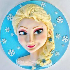 Princess Elsa 3D cake.