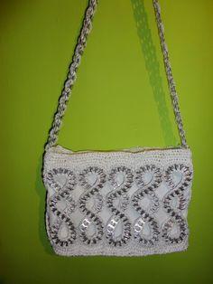 Pop Top Crafts, Can Tab Crafts, Soda Can Crafts, Crochet Handbags, Crochet Purses, My Bags, Purses And Bags, Pop Can Tabs, Soda Tabs