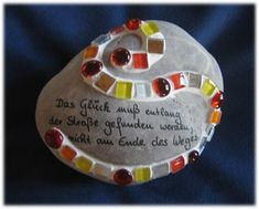 garden stones design on stone - gallery saying Design on stone - G . Stone Gallery, Garden Stones, Chalk Art, Creative Kids, Stone Art, Rock Art, Leaf Crown, Autumn Leaves, Painted Rocks