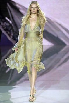 Versace Spring 2006 Ready-to-Wear Fashion Show - Lily Donaldson