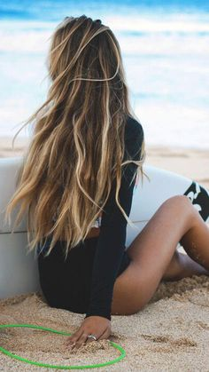 DIY Beach Hair You have to wait for summer to come around to enjoy that beautiful beach tasselled hair. Here is a simple beach wave recipe for your hair that will ensure you can enjoy mermaid hair all year round. Summer Hairstyles, Trendy Hairstyles, Modern Haircuts, Hairstyles 2018, Wedding Hairstyles, 1930s Hairstyles, Beach Hairstyles For Long Hair, Brunette Hairstyles, Long Haircuts