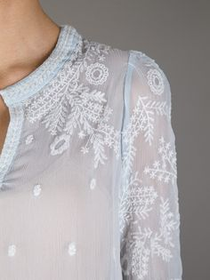 Isabel Marant - embroidered shirt / so pretty and delicate Fashion Details, Look Fashion, Womens Fashion, Paris Fashion, Mode Style, Style Me, Estilo Hippy, Casual Chique, Look Boho