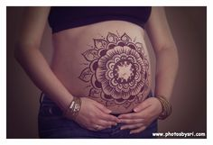Beautiful maternity belly painting