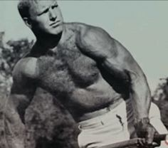 Bobby Hull's biceps measured inches of pure muscles during his playing career. Blackhawks Hockey, Chicago Blackhawks, Chicago Bears, Ice Hockey Players, Nhl Players, Bobby Hull, Hockey Training, Wayne Gretzky, Beefy Men