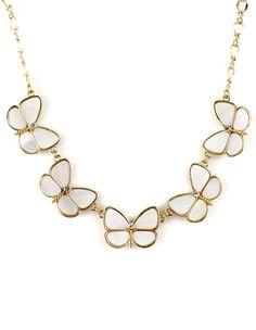 goldene Halskette mit weißen Schmetterling-Anhängern 6.17