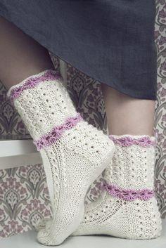Dye yarn in microwave oven. Knitting Videos, Loom Knitting, Knitting Stitches, Knitting Socks, Baby Knitting, Knitting Patterns, Lace Socks, Wool Socks, Crochet Slippers