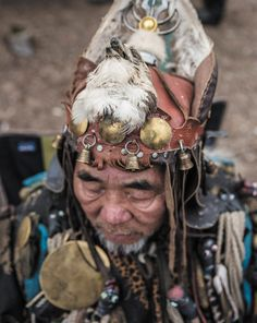 Mongolian Shaman. Photo by Gilles Sabrie.
