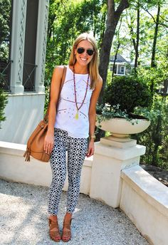 Turquoise & Teale jcrew black and white graphic print denim, tan bucket bag and sandals Patterned Jeans, Printed Denim, Printed Pants, Summer Outfits, Cute Outfits, Vogue, Fashion Outfits, Womens Fashion, Fashion Pics