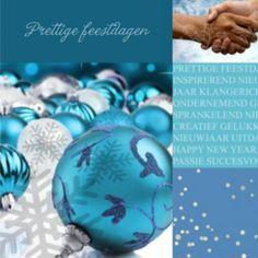 Zakelijke kerstkaart in een blauwe sfeer. Mooie illustratie met kerstballen. Schut elkaar de hand voor 2017.