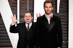 "Patton #Oswalt photobombs ""#Captain_Kirk"" Chris #Pine at the 2015 Vanity Fair #Oscar Party"