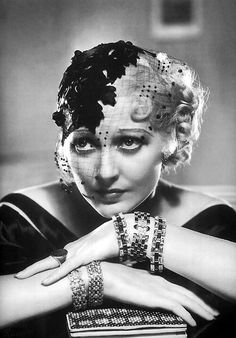 Thelma Todd 1932 fascinator hat with veil. Old Hollywood Glam, Golden Age Of Hollywood, Hollywood Stars, Classic Hollywood, Hollywood Icons, Mode Vintage, Retro Vintage, Vintage Hats, Vintage Jewelry