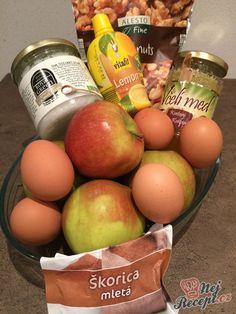 Fitness jablečný nákyp bez použití mouku a cukru. Osladit můžete medem nebo sladidlem. Vynikající ořechové těsto v kombinaci s jablky je famózní. Lemon, Eggs, Breakfast, Fitness, Food, Morning Coffee, Essen, Egg, Meals