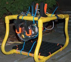 Considering the average Remotely Operated Vehicle (ROV) can run anywhere from $8,000 into the millions, this dude's $100 DIY underwater ROV is pretty... Pvc Projects, Engineering Projects, Arduino Projects, Diy Electronics, Electronics Projects, Underwater Drone, Robotic Automation, Radio Control, New Toys