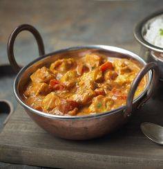 Try this quick and easy Chicken Tikka Masala recipe made with Quorn Meat Free Chicken Pieces, yogurt, red pepper and onion topped with fresh coriander. Quorn Recipes, Veggie Recipes, Vegetarian Recipes, Healthy Recipes, Quorn Foods, Vegetarian Paella, Tostada Recipes, Couscous Recipes, Zoodle Recipes