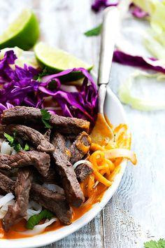 Thai Curry Steak Noodle Bowls | Creme de la Crumb