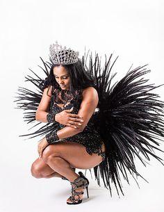 Angolana é a primeira estrangeira à frente da bateria da Pérola Negra | alalaô