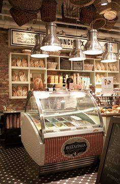 Se venden helado en una heladería. Me gusta helado de chocolate y fresa.