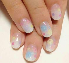 Wow! I just love the fading of the white on the base of the nail!! It's so pretty!! / Kawaii nail art /