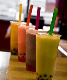 5 Homemade Bubble Tea a partir de tapioca pearls compradas (explica bien como cocinarlas) La version al melon sacarla de aca: http://www.grouprecipes.com/46784/melon-bubble-tea.html