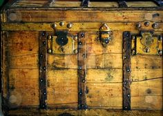 Antique wooden chest--Photography by Tono Balaguer