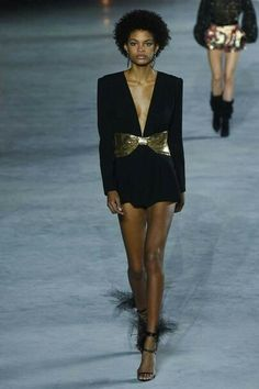 Saint Laurent Spring 2018 Ready-to-Wear Fashion Show Collection bf5aa69efe0