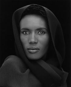 Grace Jones by Robert Mapplethorpe I can't believe this is Grace Jones - So different from the pictures I normally see of her!