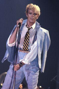 How David Bowie Changed the Way We Look at Beauty David Bowie Fashion, Bowie Starman, The Thin White Duke, Ziggy Stardust, Twiggy, David Jones, 80s Fashion, Fashion History, Role Models