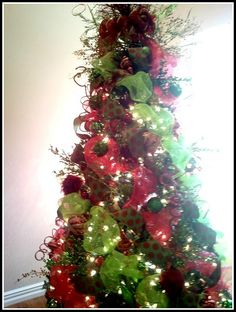 A different way to place mesh ribbon in a Christmas tree... I like it!