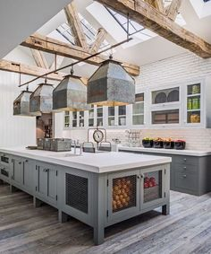 Rustic Farmhouse Kitchen Cabinets Makeover Ideas - Page 40 of 48 - Inspiring Bathroom Design Ideas Farmhouse Kitchen Cabinets, Farmhouse Style Kitchen, Modern Farmhouse Kitchens, Farmhouse Design, Home Decor Kitchen, Home Kitchens, Rustic Farmhouse, Kitchen Rustic, Rustic Homes