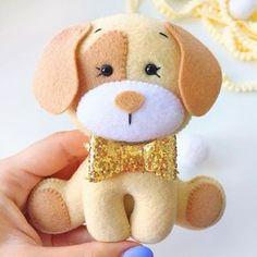 Dog Crafts, Baby Crafts, Felt Crafts, Sewing Crafts, Fabric Animals, Felt Animals, Felt Patterns, Craft Patterns, Felt Christmas