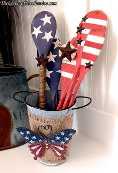 Patriotic wooden spoons decor materials: asst wooden spoons white, red and Patriotic Crafts, July Crafts, Summer Crafts, Holiday Crafts, Americana Crafts, Western Crafts, Primitive Crafts, Wooden Spoon Crafts, Wood Block Crafts