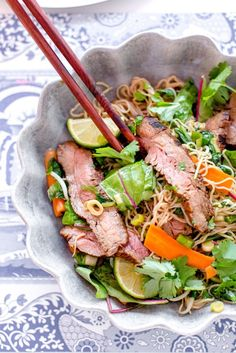 S smarrig asiatisk biffsallad Kan givetvis gras p tex kycklinghellip Love Food, A Food, Food And Drink, Vegetarian Recipes, Healthy Recipes, Mindful Eating, Asian Recipes, Food Inspiration, Food Photography